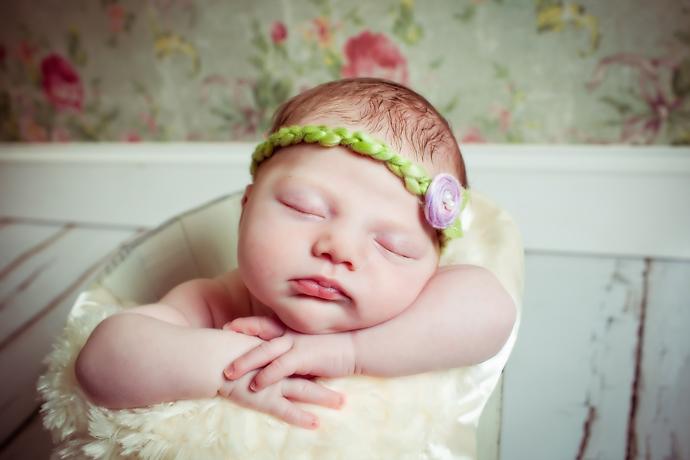IMAGE: http://www.chiphotographyofcharleston.com/wp-content/uploads/2011/11/charleston-newborn-photographers.jpg