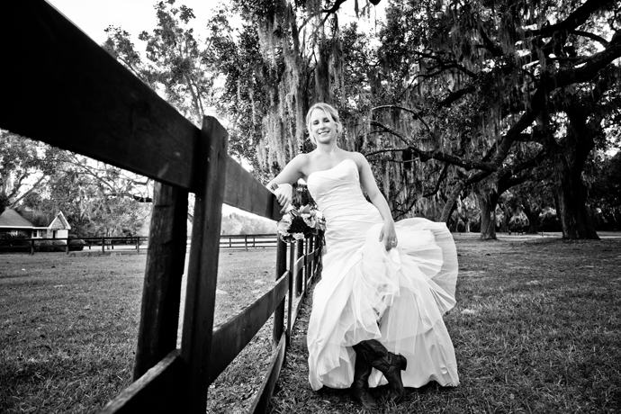 IMAGE: http://www.chiphotographyofcharleston.com/wp-content/uploads/2011/12/wedding-at-the-cotton-dock-boone-hall-plantation.jpg