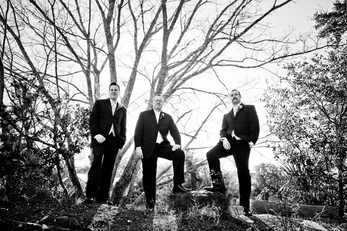 IMAGE: http://www.chiphotographyofcharleston.com/wp-content/uploads/2012/03/cottage-on-the-creek-wedding.jpg